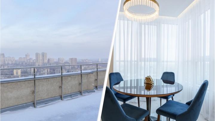 В Екатеринбурге продают двухэтажную квартиру со смотровой площадкой и комнатами неправильной формы