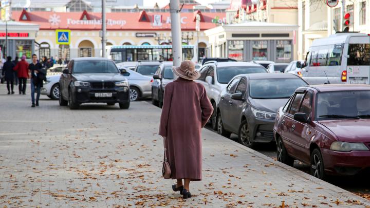 Особняк на особняке, а туалеты на улице: гуляем по улице Октябрьской Революции в Уфе