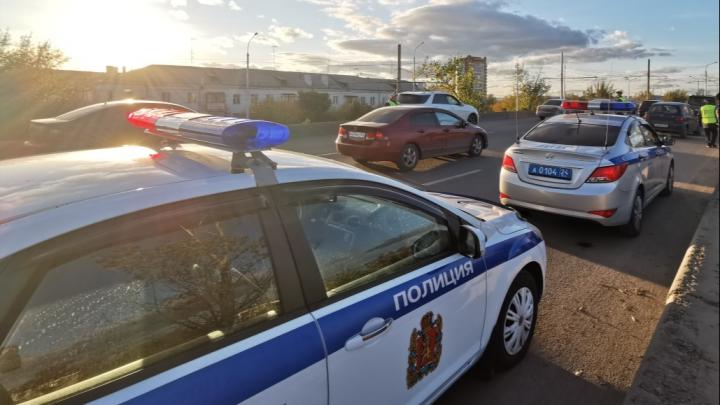 «Если надо, принесу еще»: пьяный водитель упорно пытался откупиться от инспекторов ДПС