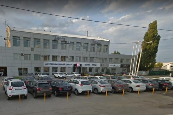 Автосалон обещал продать автомобили по очень низким ценам