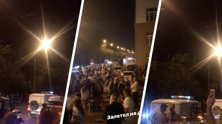 Новосибирцы повторили скандальную вечеринку в центре города — вышли сотни людей