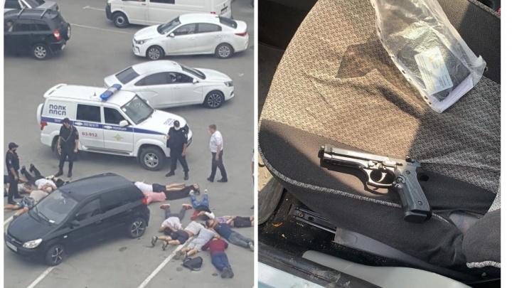 В машине одного из участников драки южан у «Карнавала» нашли пистолет