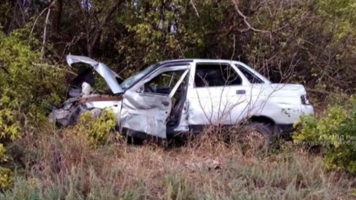 Водитель умер, не дождавшись скорой: подробности смертельного ДТП под Волгоградом
