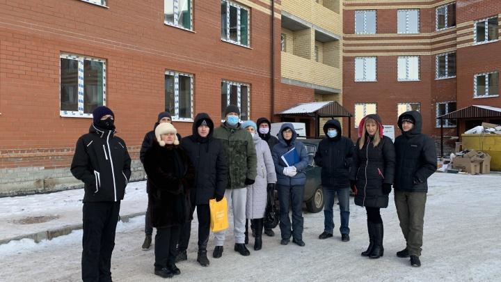 «Перепродал наши квартиры по три раза»: застройщик оставил уральцев без денег и жилья
