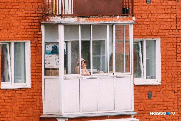 Пенсионерам пока приходится дышать свежим воздухом лишь у себя на балконе