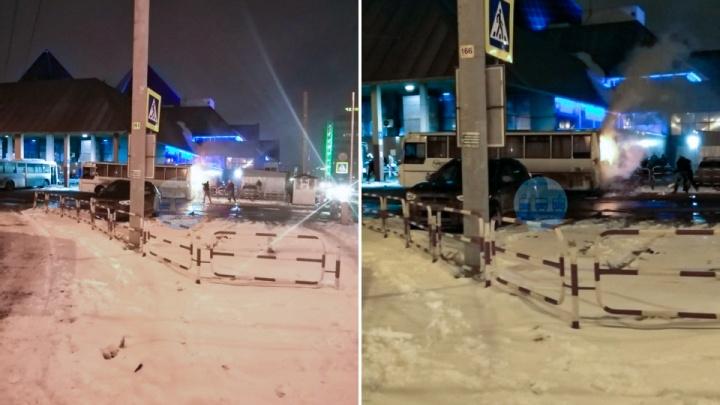 В Челябинске загорелся автобус с пассажирами