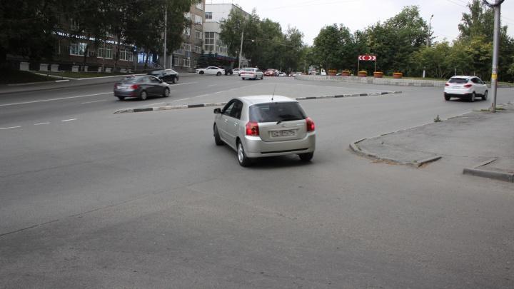 Место, где водители дружно плюют на правила и выскакивают на 8-полосную магистраль под запрещающий знак