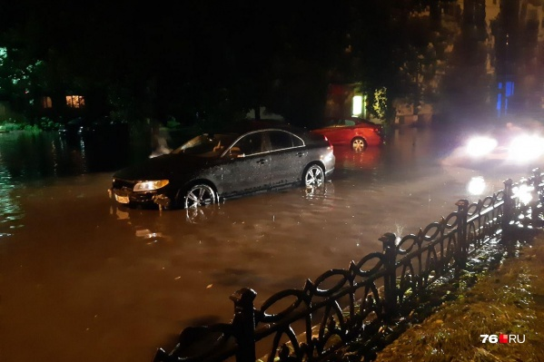 Машины просто вставали посреди дороги