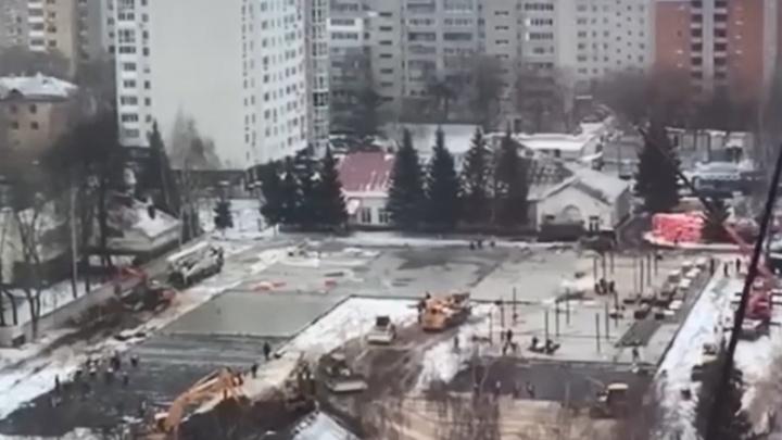 Видео дня: смотрим, как кипит работа на стройке «кордонов-госпиталей» в Нижнем Новгороде
