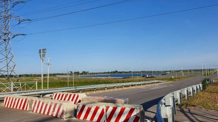 В Ростове бетонными блоками перекрыли проезд к «Акватории»