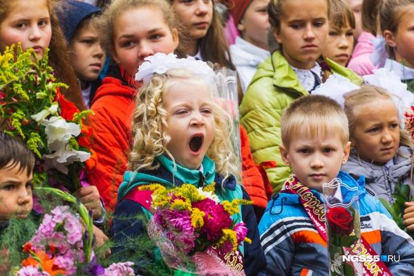 В этом году на праздничную линейку попадут только первоклассники и ученики девятых и одиннадцатых классов