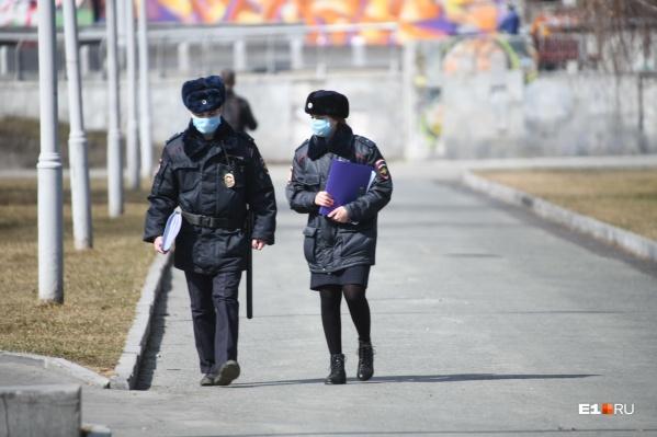 В Челябинске работают передвижные пункты полиции и патрульные группы