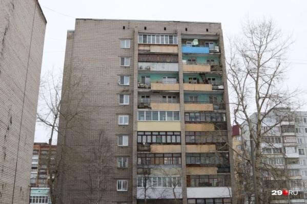 Дом на улице Тимме в Архангельске, квартирой в котором незаконно завладели преступники