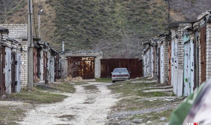 Нашли в машине, в гараже: в Волжском обнаружили тело без вести пропавшего мужчины