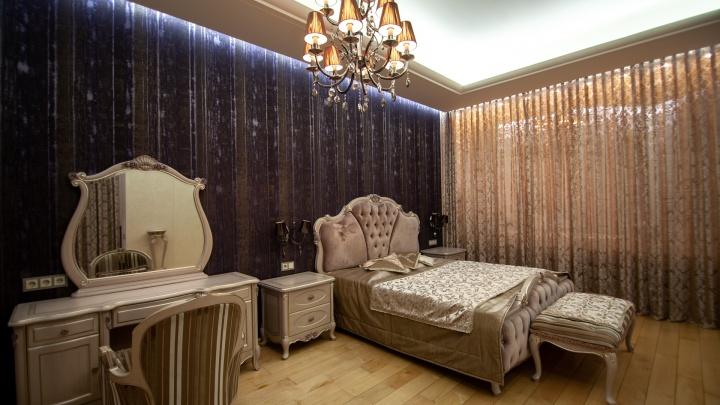 С сауной, чудо-креслом и необычной ванной: в центре Тюмени продают огромную квартиру за 10 миллионов