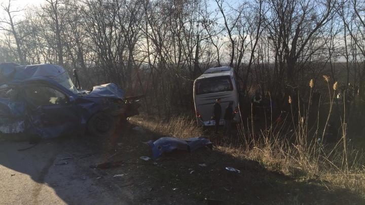 В столкновении четырех машин с грузовиком на трассе Ростов — Волгодонск погиб человек