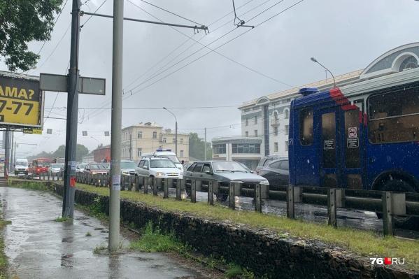Огромные пробки образовались на Московском проспекте, проспекте Фрунзе и улице Мельничной