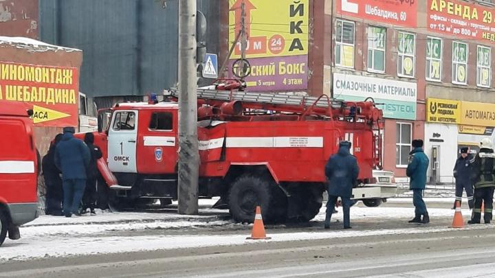 На 10 лет Октября пожарная машина вылетела на тротуар, уходя от столкновения