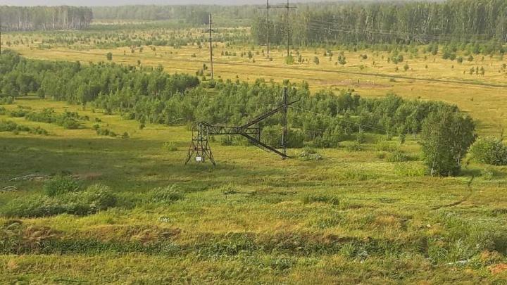 Ураган в Челябинске опрокинул опору ЛЭП с напряжением 220 кВ