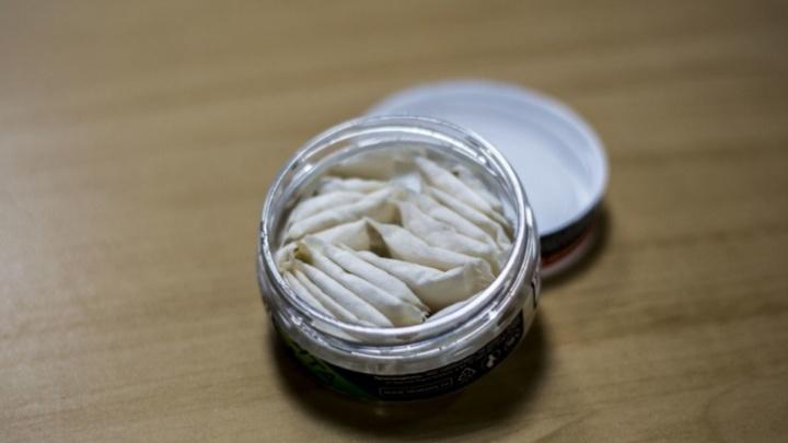 В Тюмени нашли около двух тысяч упаковок снюса неизвестного происхождения