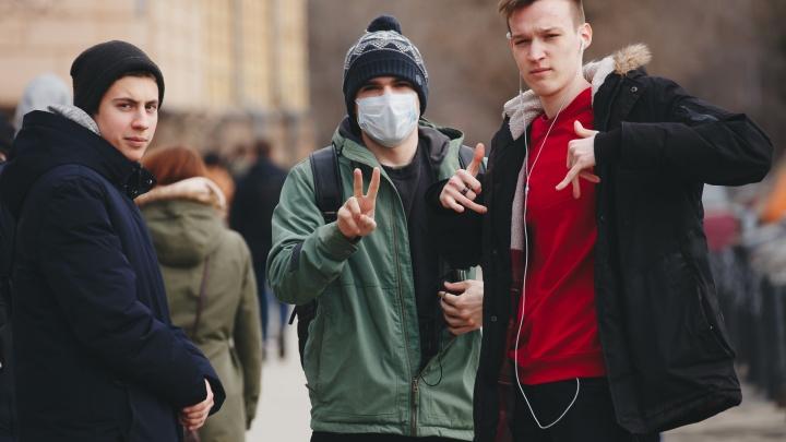 Когда все это кончится? Три сценария развития коронавируса в России