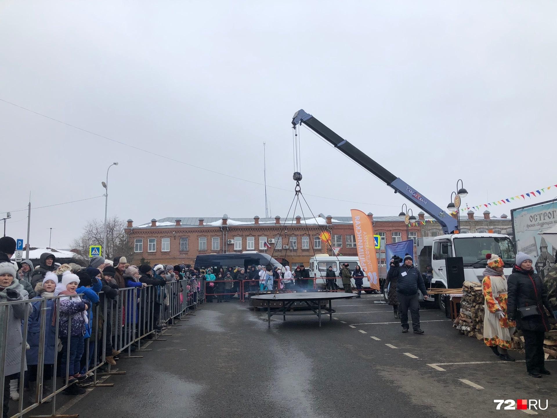Смотрите, сколько народу собралось на площади в Ялуторовске
