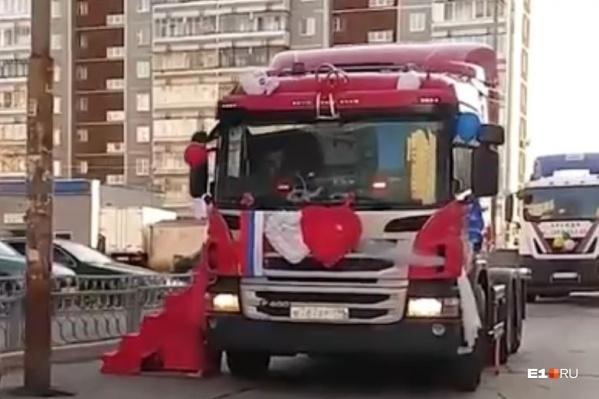 Такие свадебные кареты в Екатеринбурге можно встретить не каждый день!