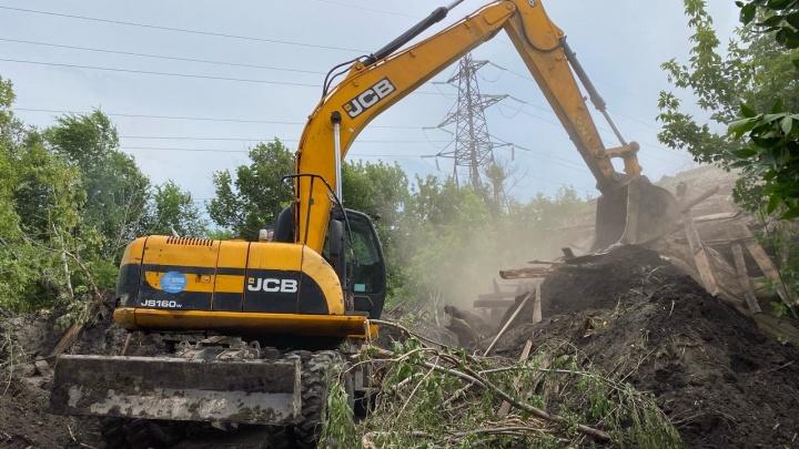 «Когда вода вернется — неизвестно»: в Волгограде до сих пор не ликвидировали крупную аварию на водоводах