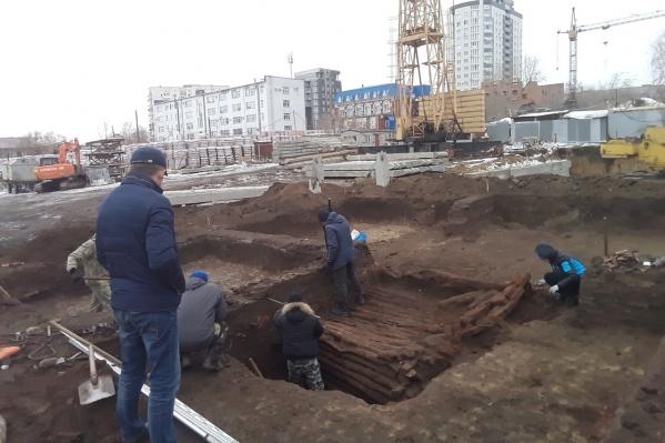 Раскопки ведут на улице Кирова уже около месяца