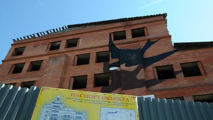 После сноса недостроенной гостиницы «Дели» там сделают парковку для ледовой арены УГМК