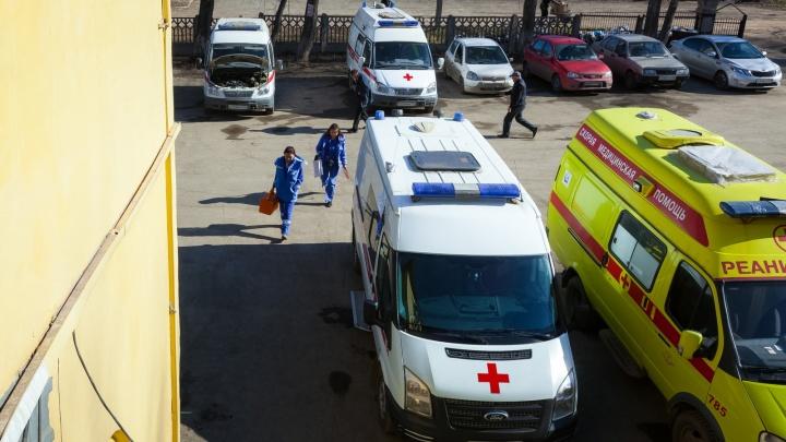 «Около пяти машин скорой работали на месте»: маршрутка с пассажирами протаранила столб в Челябинске