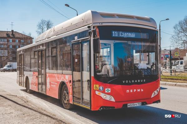 Некоторые автобусы продолжат работать по расписанию будних дней