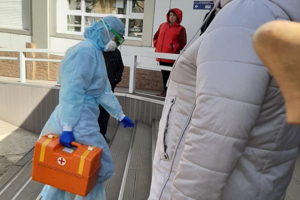 Все граждане, которые находились в момент прибытия пациента, теперь под наблюдением