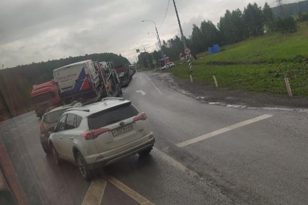 В многокилометровом заторе на М-5 водители сегодня проводят не один час