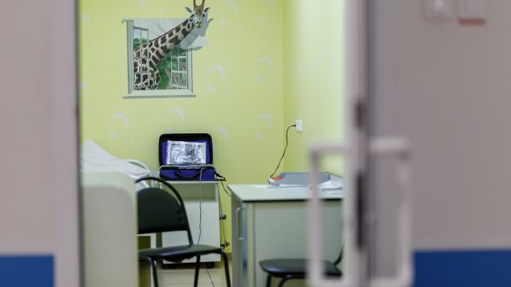 «Перевели из реанимации»: в Волгограде врачи «вытянули» изрезанного матерью ребенка