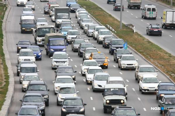 Пробки появились на выезде из города