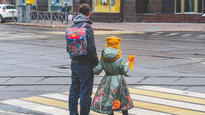 Гулять в одиночестве и не собираться на тусовки: пермским школьникам рекомендовали провести осенние каникулы дома
