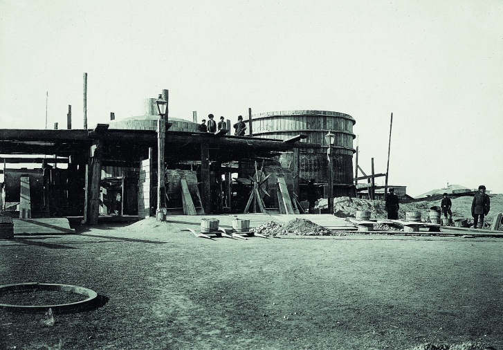 Строительство насосной станции на острове и других объектов водопровода градоначальник Смирнов курировал лично
