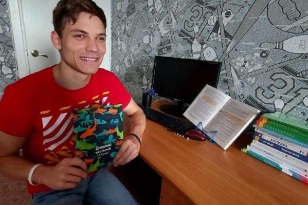 Игорь Агапитов поступил в седьмой класс школы в 23 года