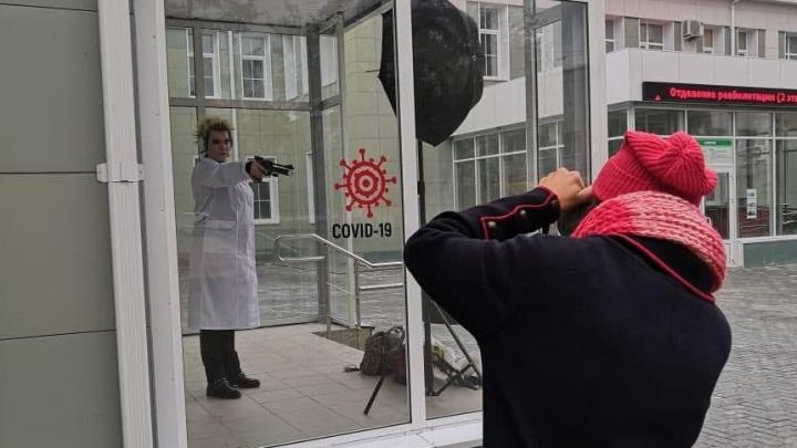 Расстреливая ковид: медсестра из Челябинской области рассказала, как стала героиней календаря Минздрава