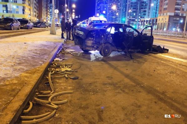 По словам очевидцев, водителя пришлось вырезать из машины
