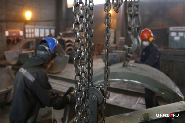 На производстве одни из самых высоких зарплат в республике, но не на каждом предприятии