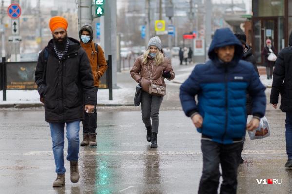 Больше половины всех заболевших за сутки приходится на жителей Волгограда