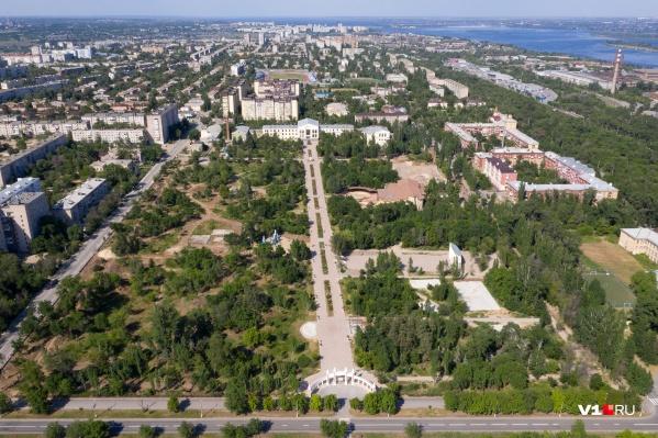 Даже после реконструкции парк в Краснооктябрьском районе остался зеленым