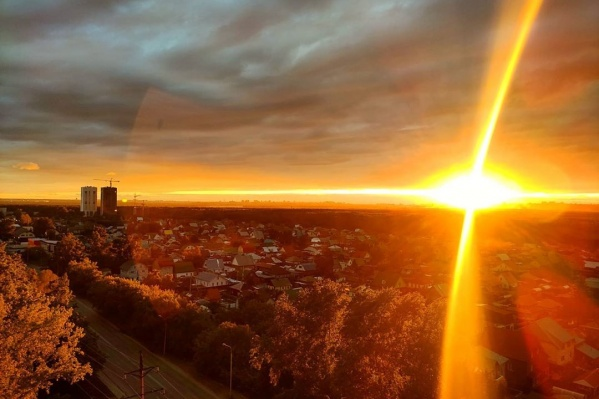 В лучах закатного солнца наш город прекрасен