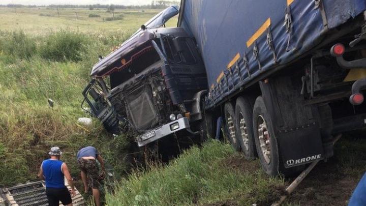 В ДТП с грузовиком на Тюменском тракте погибли два человека