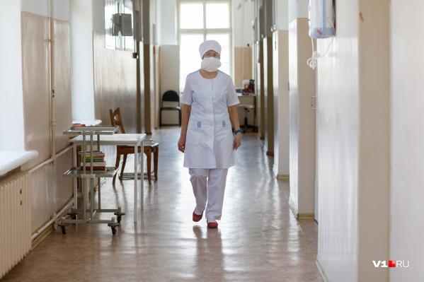 Женщину увезли из гематологического отделения Ярославской областной клинической больницы