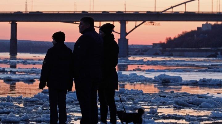 В Башкирии на реках распилят лед бензопилой