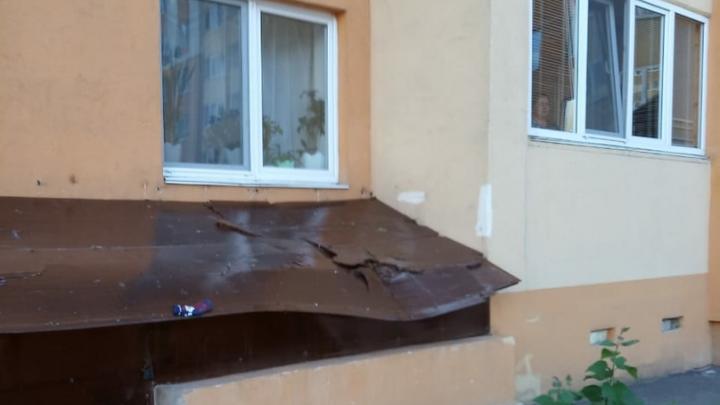 В больнице умерла двухлетняя девочка, выпавшая из окна 10-го этажа в Уфе