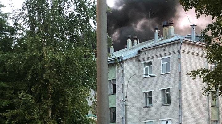 Черный дым белой ночью: как горела станция переливания крови в Архангельске — видео